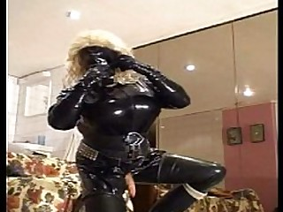 Big Cock Dolly Latex Prostitut